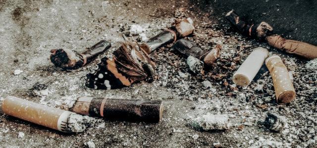 Zigaretten gehören in den Aschenbecher
